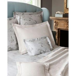 SFERRA Tuccia King Coverlet in White/Grey